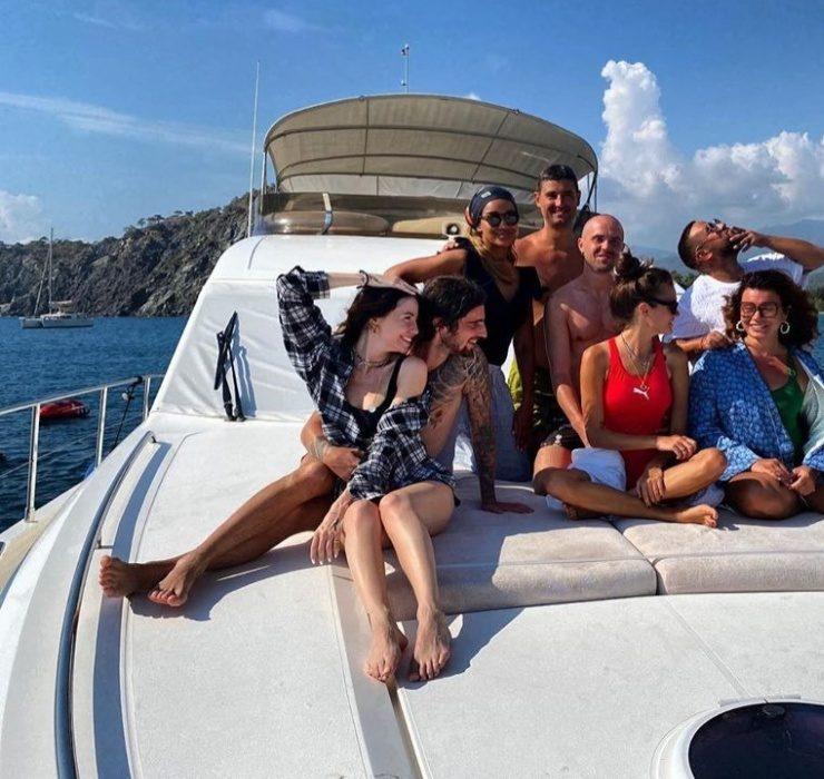 Instagram-отчет: Monatik и Надя Дорофеева отдыхают с семьями в Турции