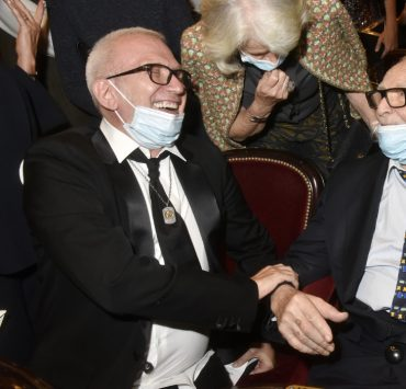 П'єр Карден, Жан-Поль Готьє і Маріс Гаспар на показі документального фільму «House of Cardin» в Театрі Шатле