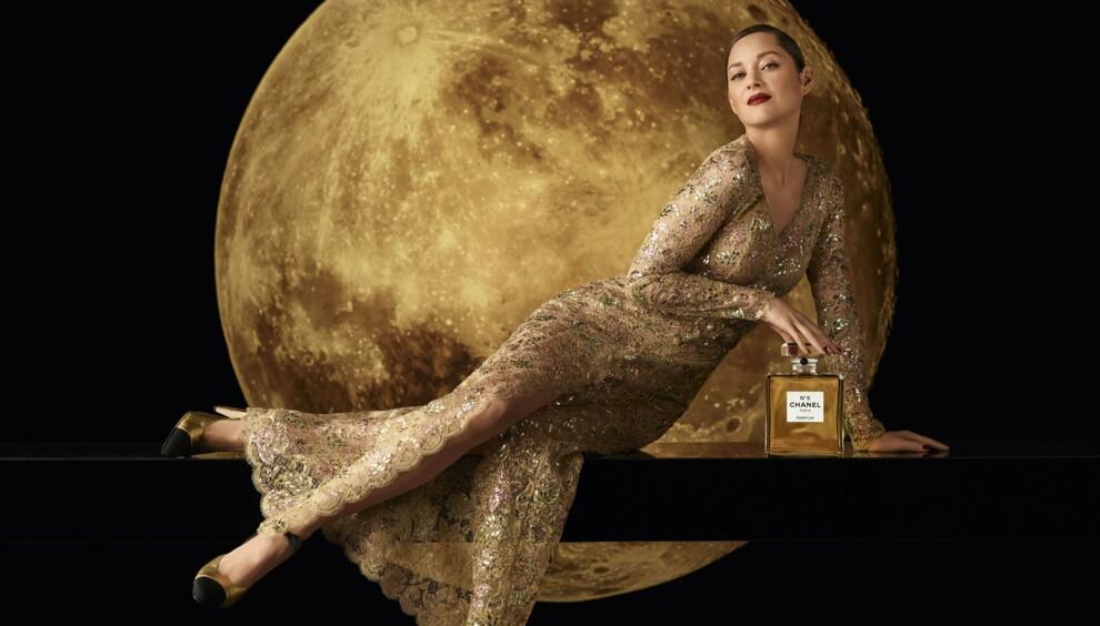 Маріон Котійяр танцює на Місяці в міні-фільмі Chanel N°5