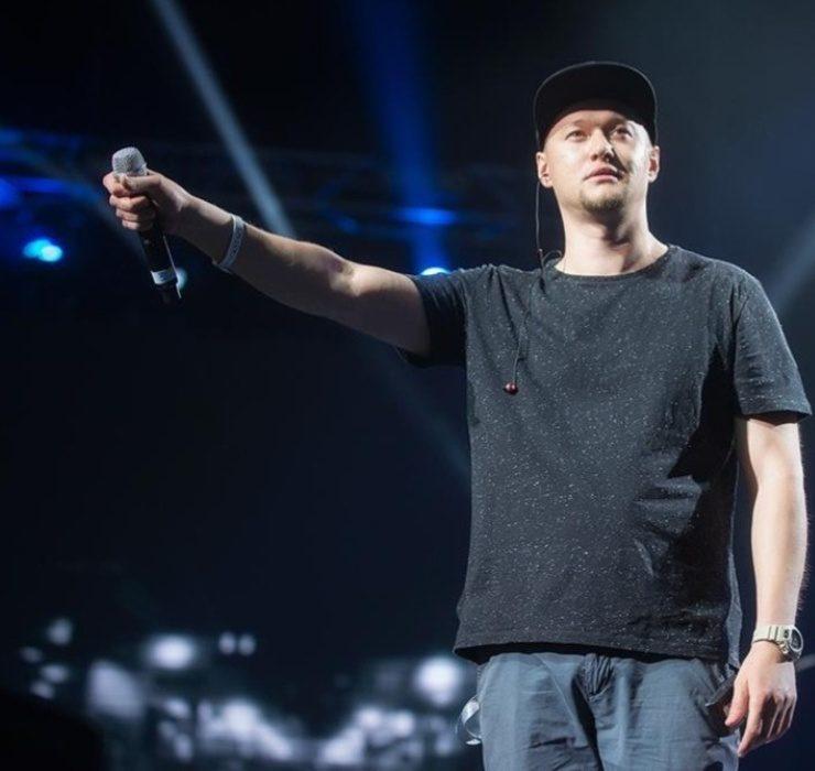«Чувствую себя, как при сильной простуде», — фронтмен группы «Бумбокс» Андрей Хлывнюк заразился COVID-19