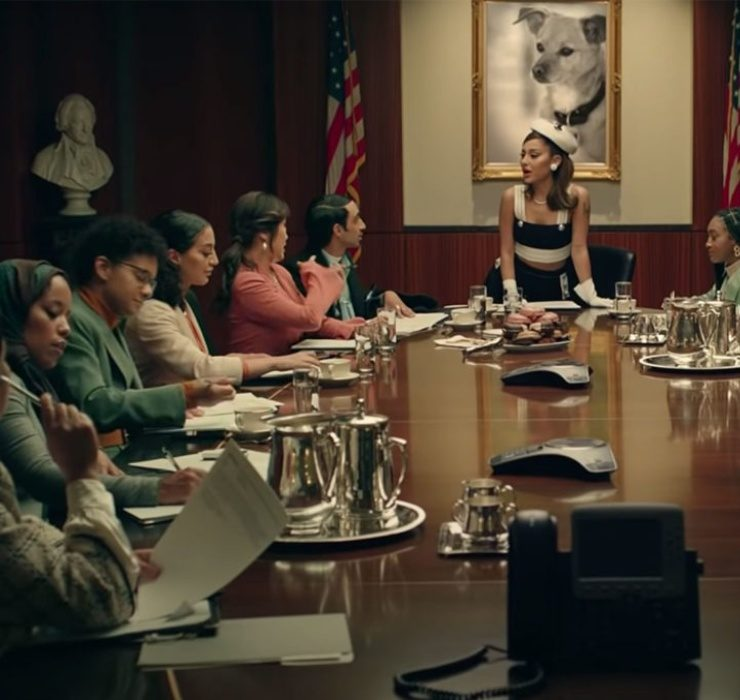 Аріана Гранде стала президенткою США в новому кліпі Positions