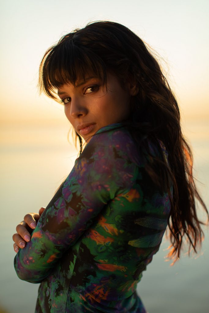 Cамые яркие моменты лета Michelle Andrade в новом клипе Tonight
