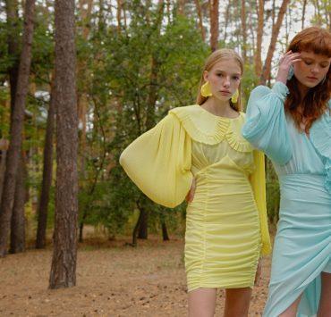 Плаття-медузи з плісированою органзою, блузки з пишними рукавами і міні-спідниці в колекції Nadya Dzyak SS 2021
