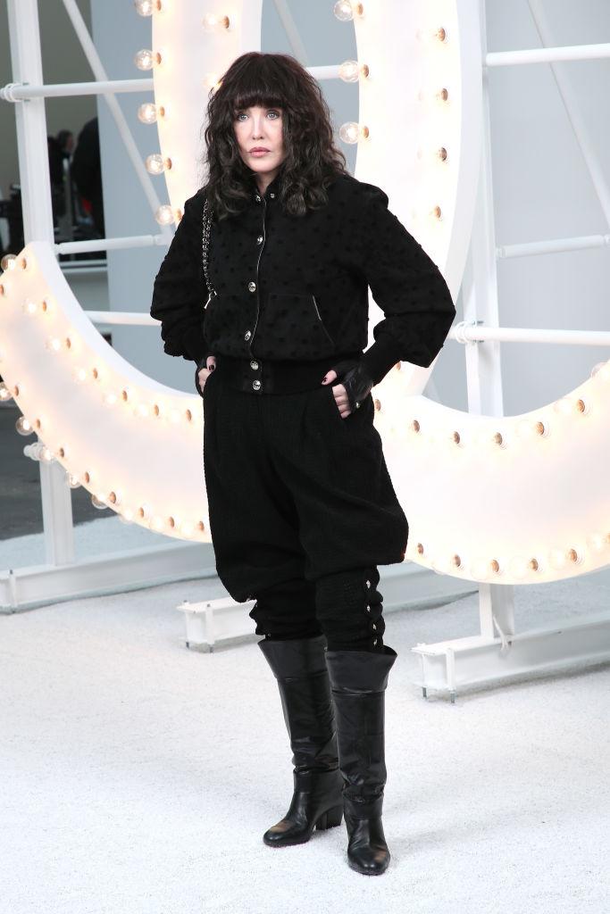 Ванесса Паради, Лили-Роуз Депп и Марион Котийяр на показе Chanel SS 2021