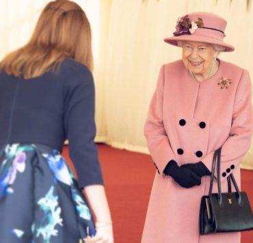 Королева Єлизавета II вперше за весь карантин з'явилася на публіці