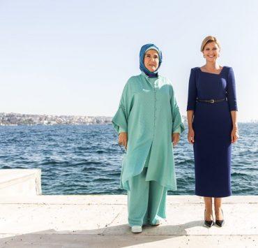 Тот же образ месяц спустя: Елена Зеленская встретилась с первой леди Турции