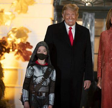 Гарбузи і надувні ракети NASA: Дональд і Меланія Трамп відзначили Гелловін у Білому домі