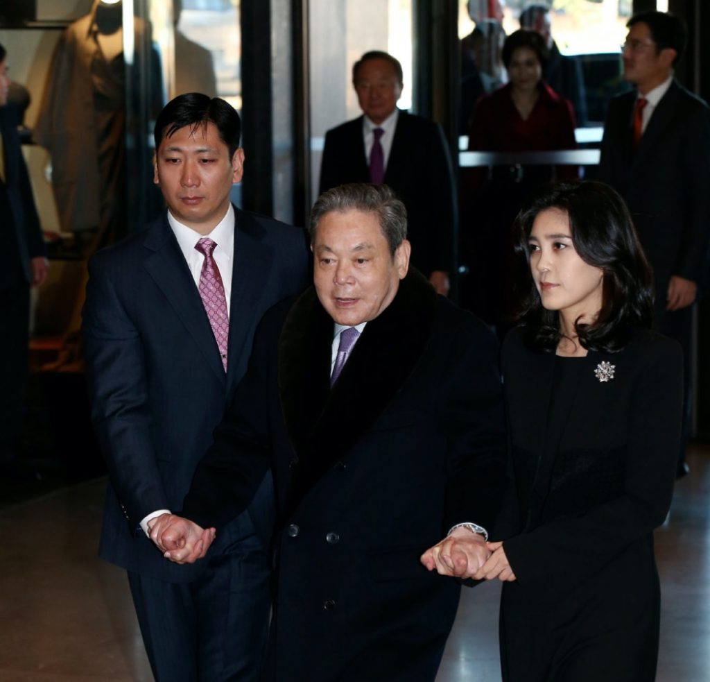Умер глава компании Samsung Ли Гон Хи