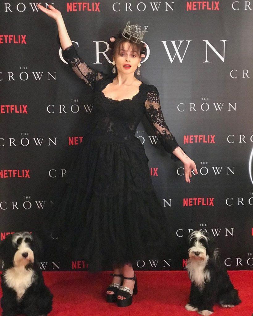 Емма Коррін і Джилліан Андерсон на онлайн-прем'єрі четвертого сезону серіалу «Корона»
