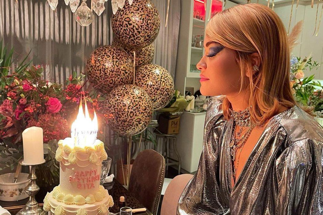 Триярусний торт і блискуче вбрання: Ріта Ора відсвяткувала 30-річчя