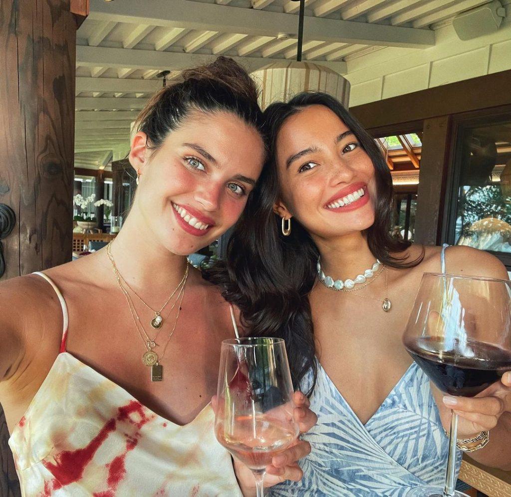В ефектному купальнику й без макіяжу: Сара Сампайо відпочиває на Гаваях