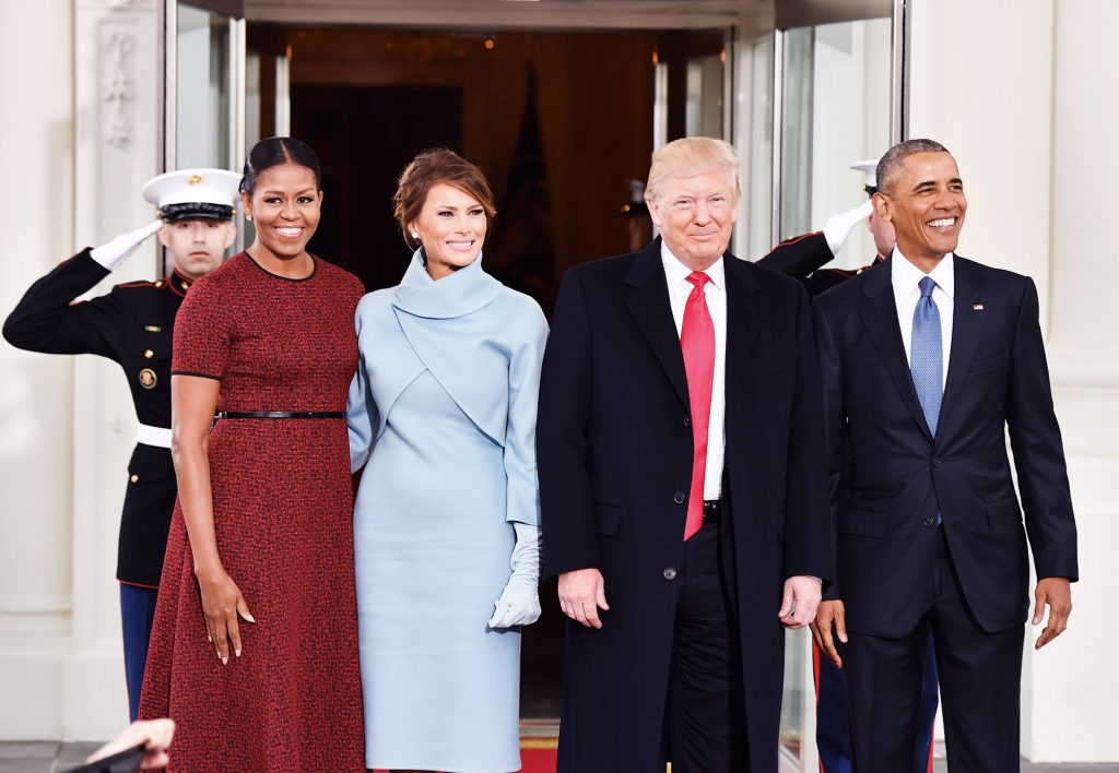 «Это далось нелегко»: Мишель Обама рассказала, как приняла Меланию Трамп в Белом доме