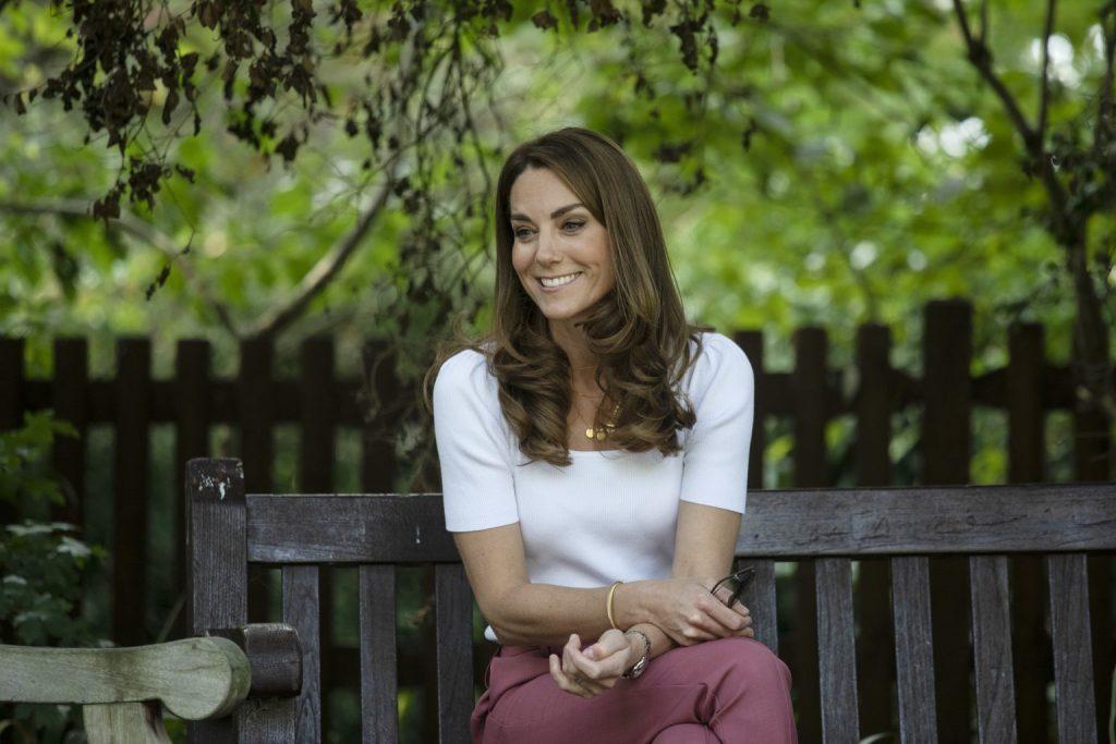 У червоному блейзері Zara: Кейт Міддлтон повторила вихід восьмирічної давності