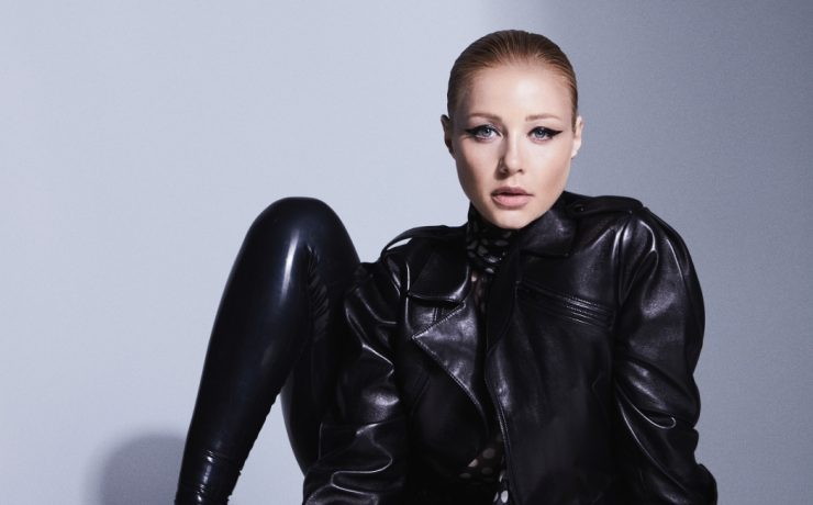 Латекс, кожа и съемка топлес: Тина Кароль украсила обложку книги Vogue