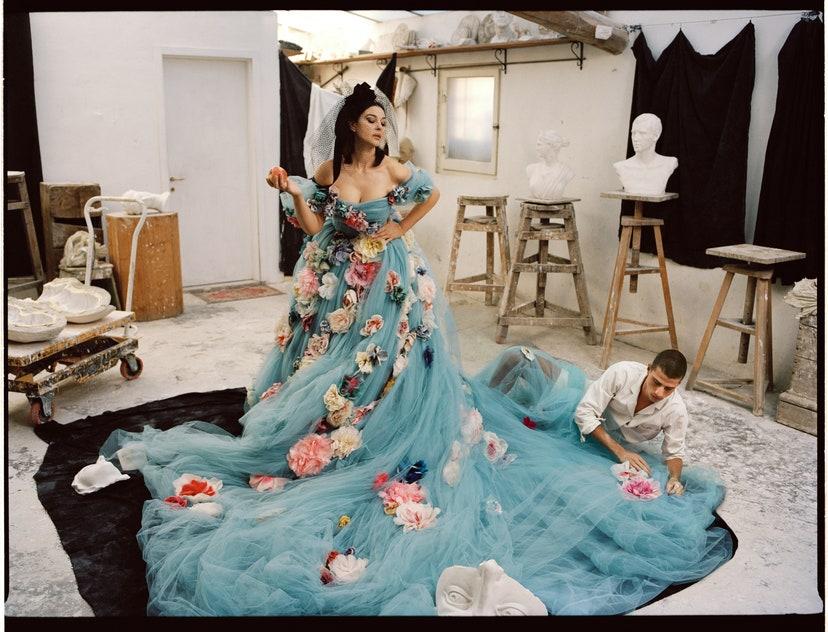 Пристрасть по-італійськи: Моніка Беллуччі знялась в чуттєвій фотосесії для Vogue