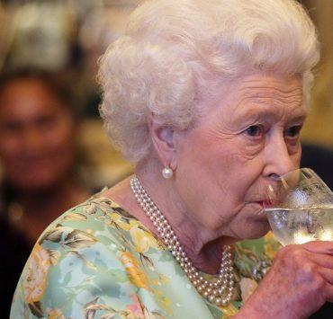 Єлизавета II випустила джин власної марки