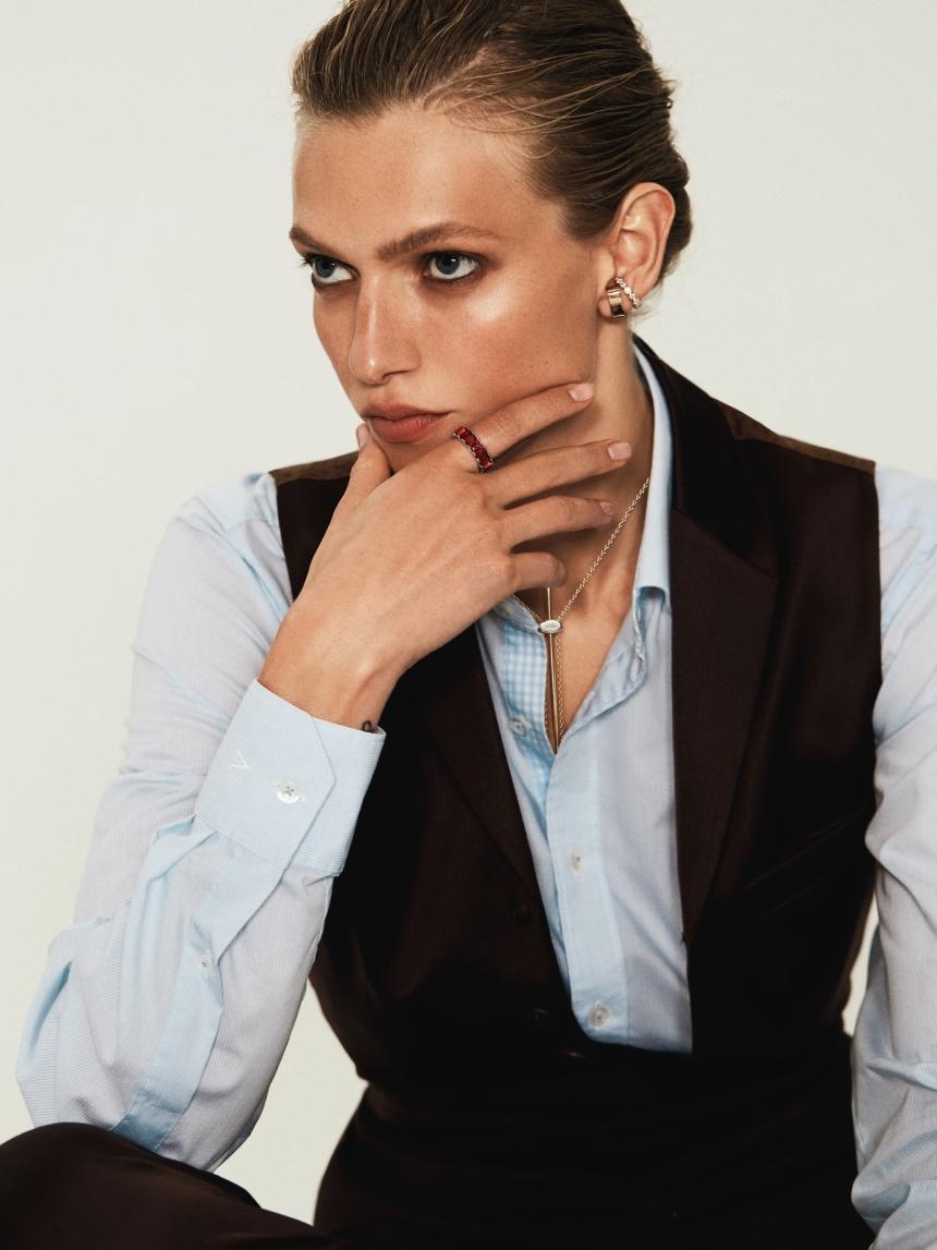 Украшения без гендера: Алена Киперман в съемке собственного бренда Nomis