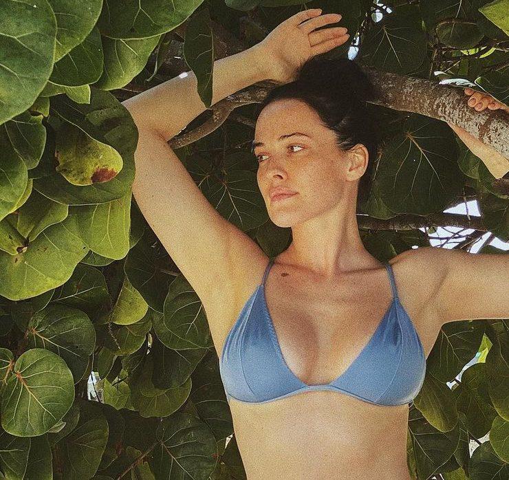 Серфинг и фото в бикини: Даша Астафьева отдыхает в Доминикане