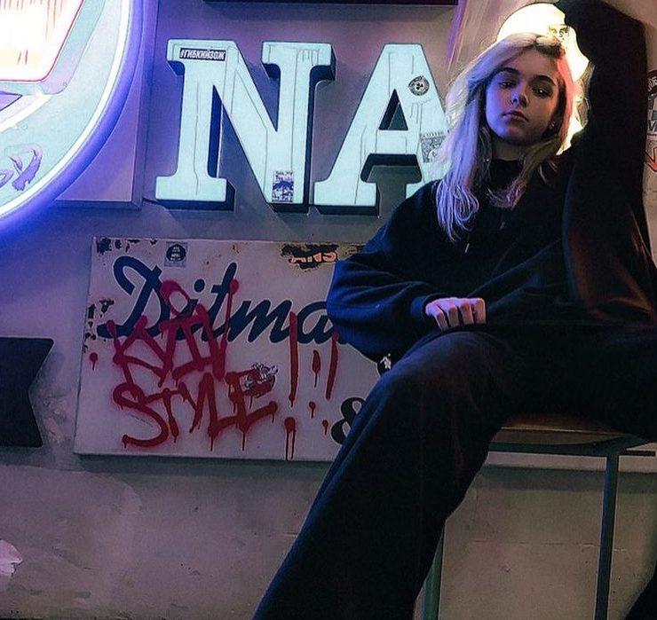 Самая молодая хип-хоп исполнительница Украины EYWA презентовала клип на песню «Залишу»