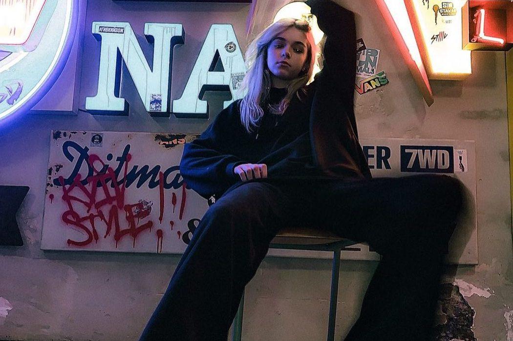 Наймолодша хіп-хоп виконавиця України EYWA презентувала кліп на пісню «Залиш»