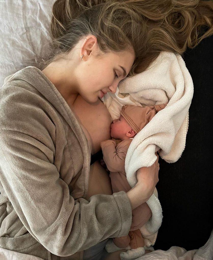 Топ-модель Ромі Стрейд вперше стала мамою