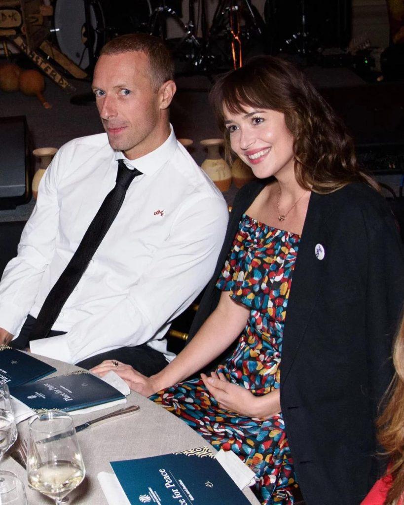 Ходят слухи: Дакота Джонсон и Крис Мартин помолвлены
