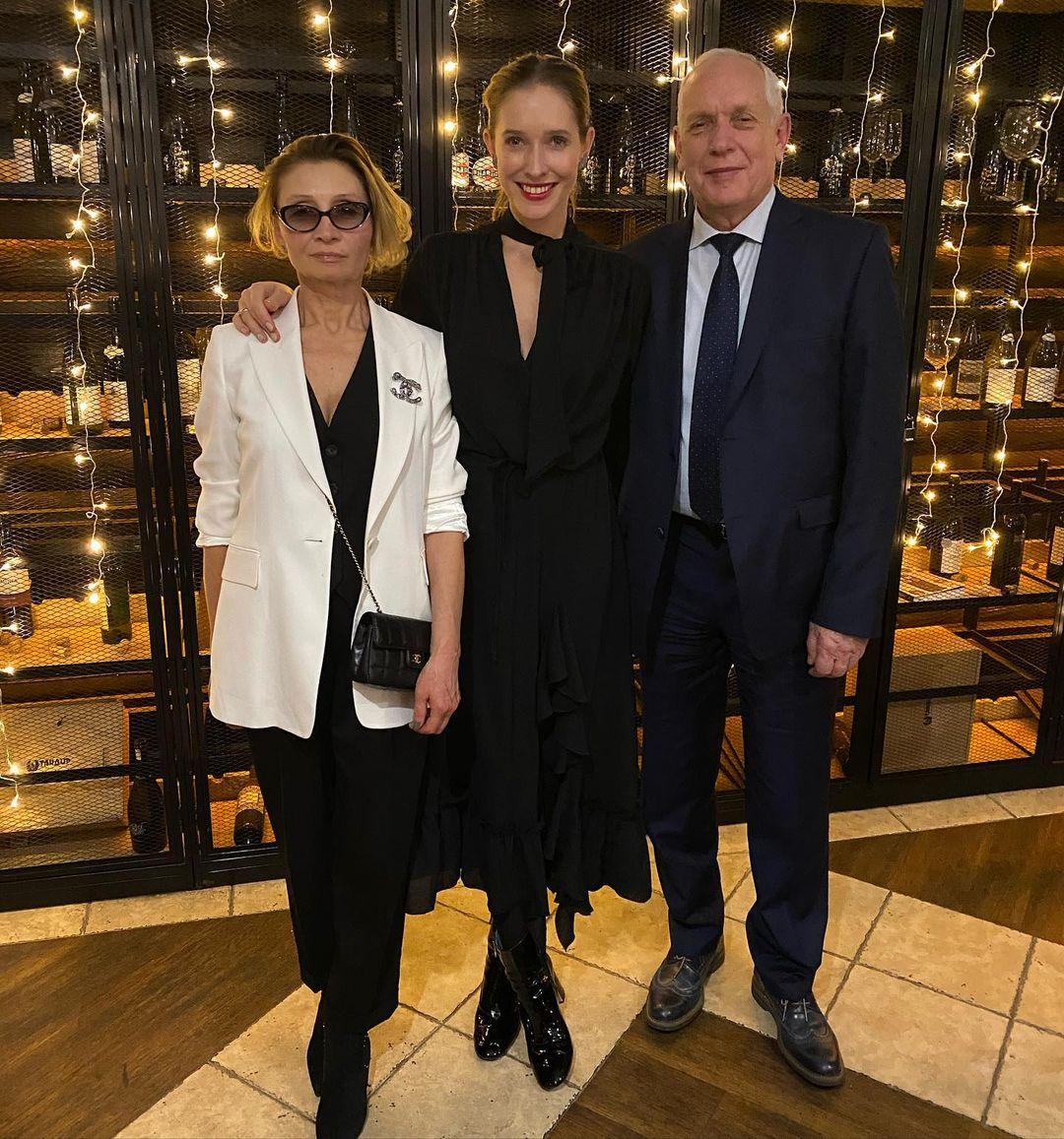 40 лет вместе: родители Кати Осадчей отпраздновали рубиновую свадьбу