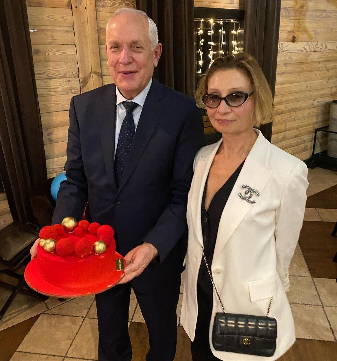 40 років разом: батьки Каті Осадчої відсвяткували рубінове весілля
