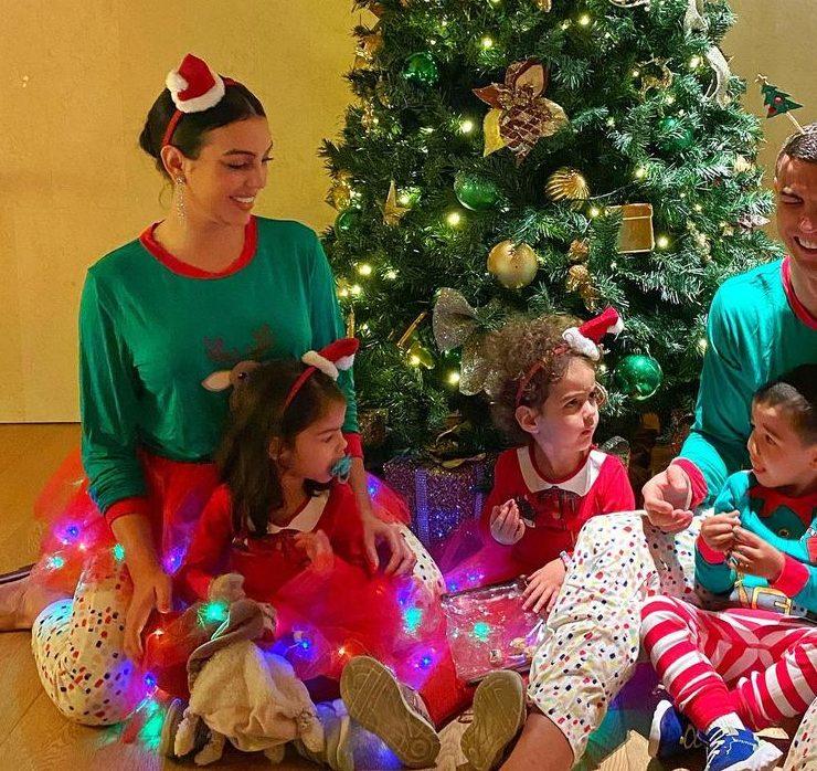 Рождество-2020: Джастин Бибер, Виктория Бекхэм, Кендалл Дженнер и другие звезды делятся семейными фото