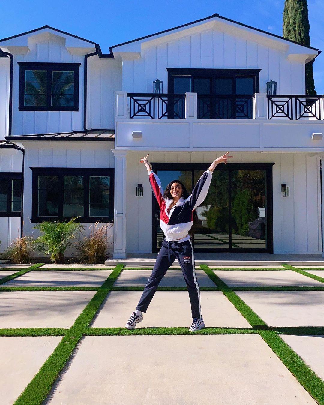 Подарок на Рождество: Винни Харлоу впервые в жизни приобрела собственный дом