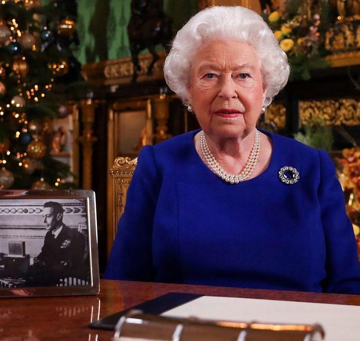 «Ви не самотні»: Єлизавета II звернулася до підданих з щорічною різдвяною промовою