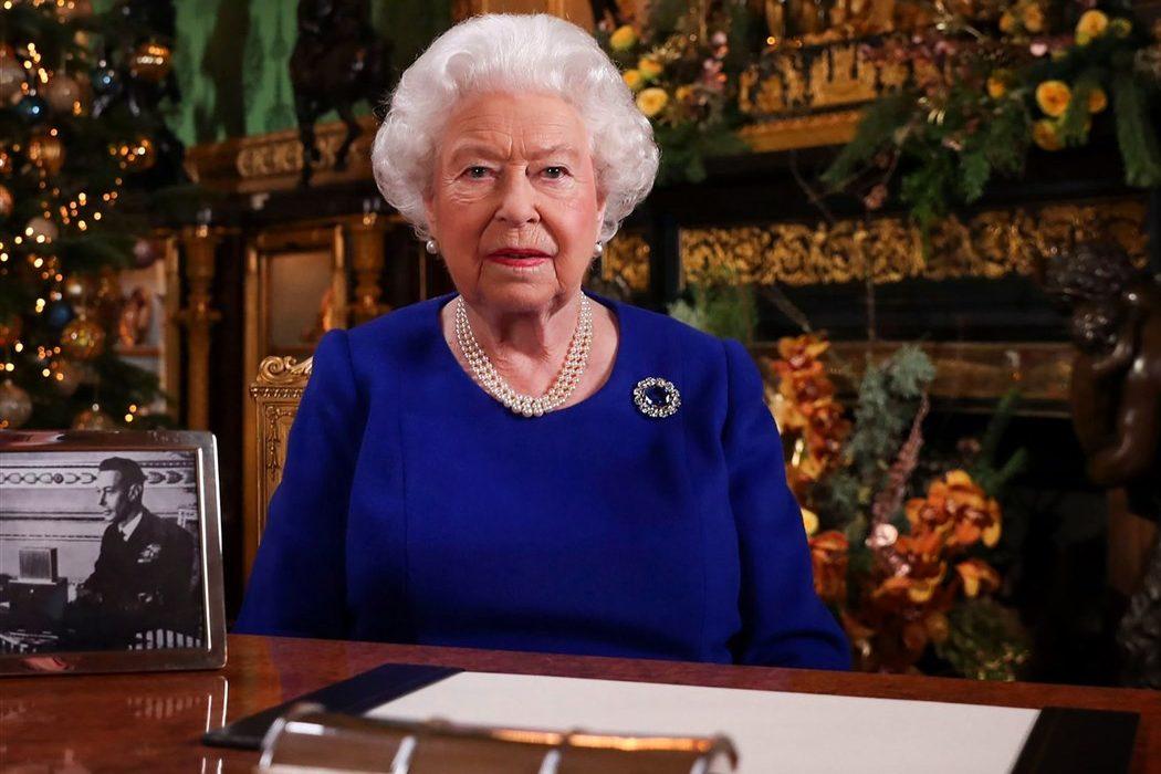 «Вы не одиноки»: Елизавета II обратилась к подданным с ежегодной рождественской речью