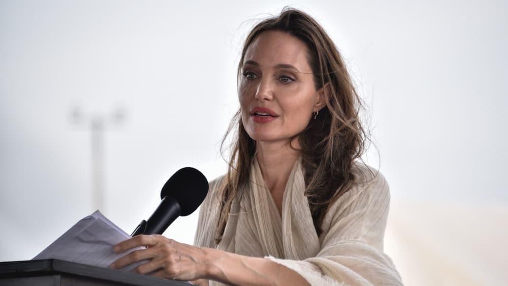 Анджеліна Джолі дала поради жінкам, як захиститися від домашнього насильства