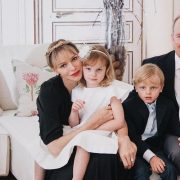 Несподівано: княгиня Монако Шарлін поголила скроні