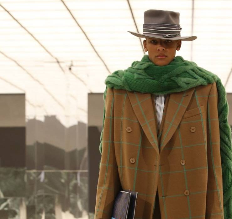 Юбки и пуговицы-самолеты: Louis Vuitton показали мужскую коллекцию FW'21
