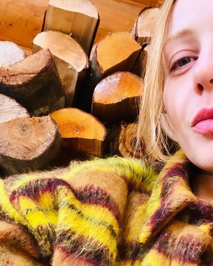 Лыжный спорт и горные пейзажи: как Тина Кароль отдыхает в Карпатах