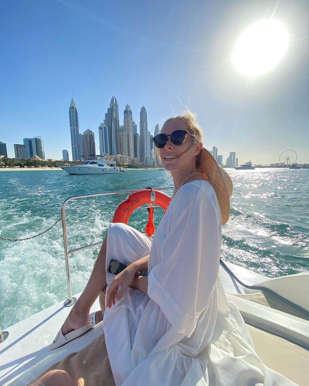 Прогулки на яхте и selfie над мегаполисом: Катя Осадчая и Юрий Горбунов отдыхают в Дубае