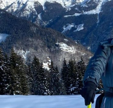 Лыжи, сноуборд и снежные вершины: Вера Брежнева с мужем и дочками отдыхает в горах