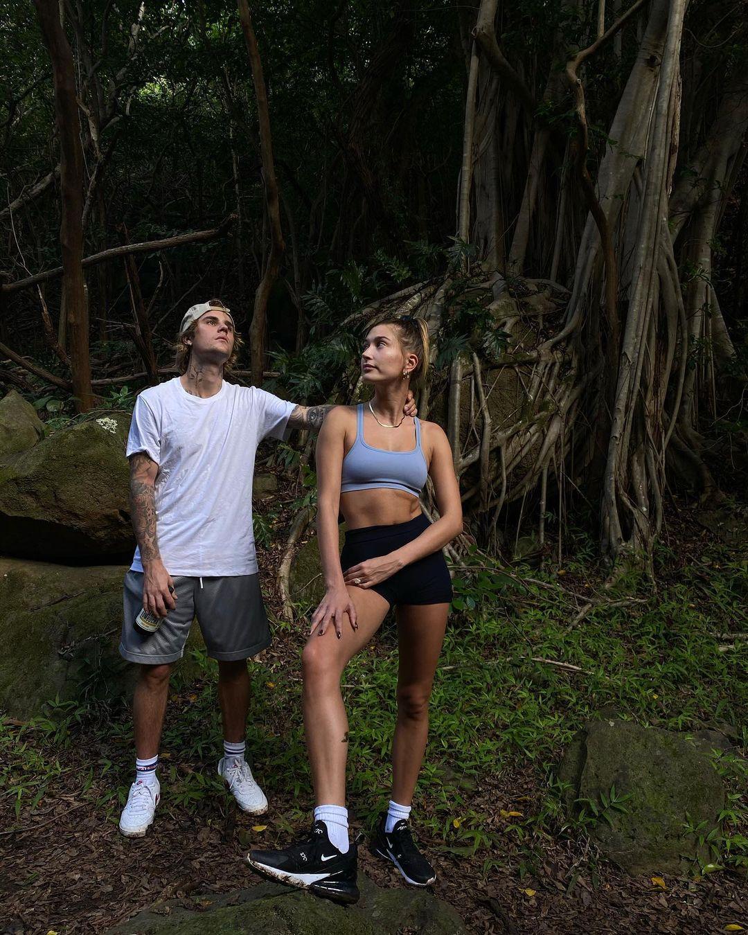 Прогулянки в тропіках і поцілунки біля океану: як Джастін і Гейлі Бібер провели вікенд на Гаваях