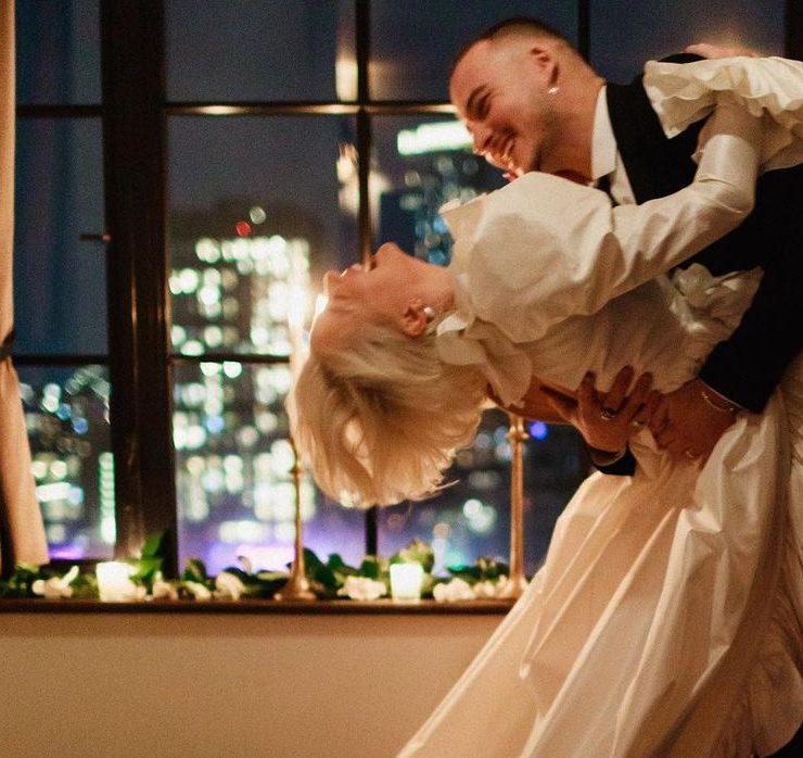 Пентхаус, десяток друзей и два платья: модель Каролин Вриланд вышла замуж