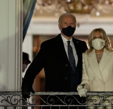 Обійми з дружиною та непідробні емоції: 20 головних фото з інавгурації Джо Байдена
