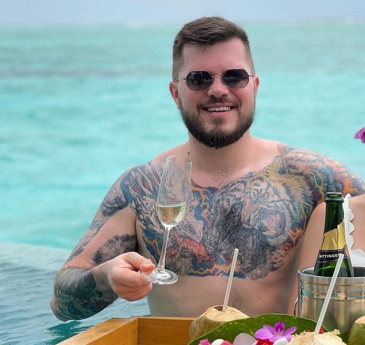Підводний ресторан і особистий консьєрж: Валерій Созановський і Леся Матвєєва досліджують острів Ніяма