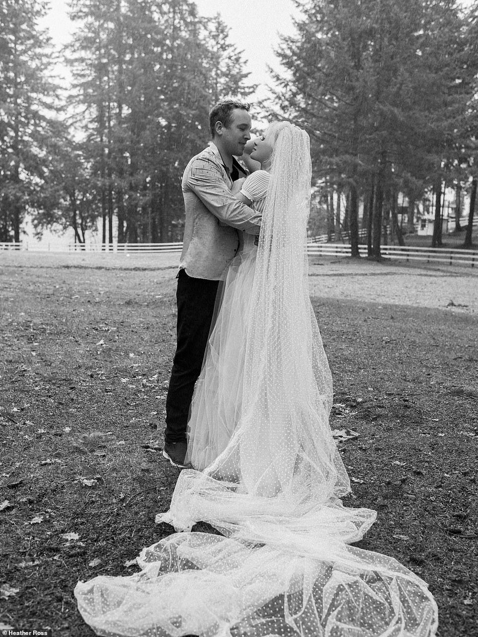 Памела Андерсон вышла замуж за своего телохранителя