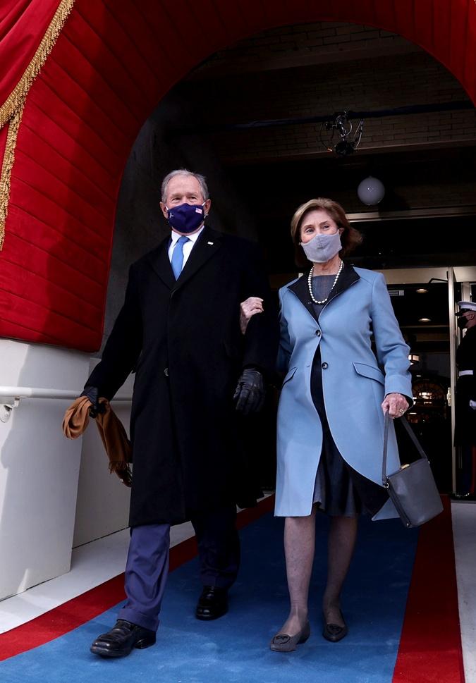 Объятия с женой и неподдельные эмоции: 20 главных фото с инаугурации Джо Байдена