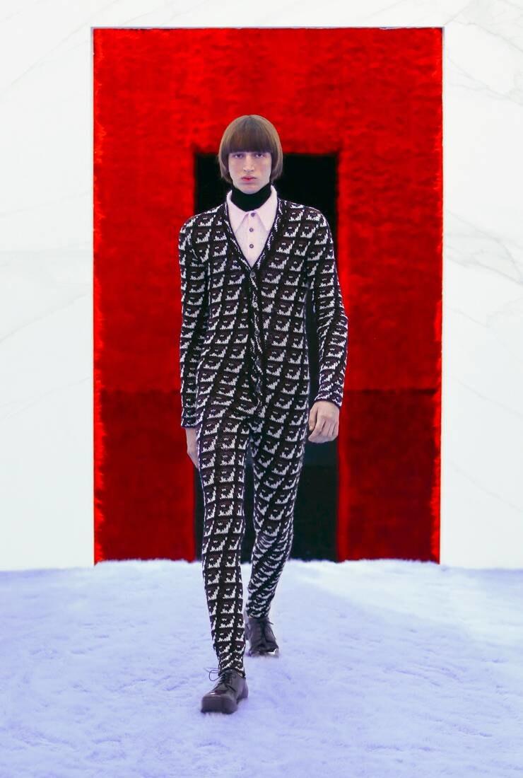Яркие принты и обтягивающие кардиганы: Миучча Прада и Раф Симонс представили первую мужскую коллекцию