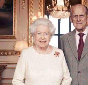 Елизавета II и принц Филипп сделали прививку от коронавируса
