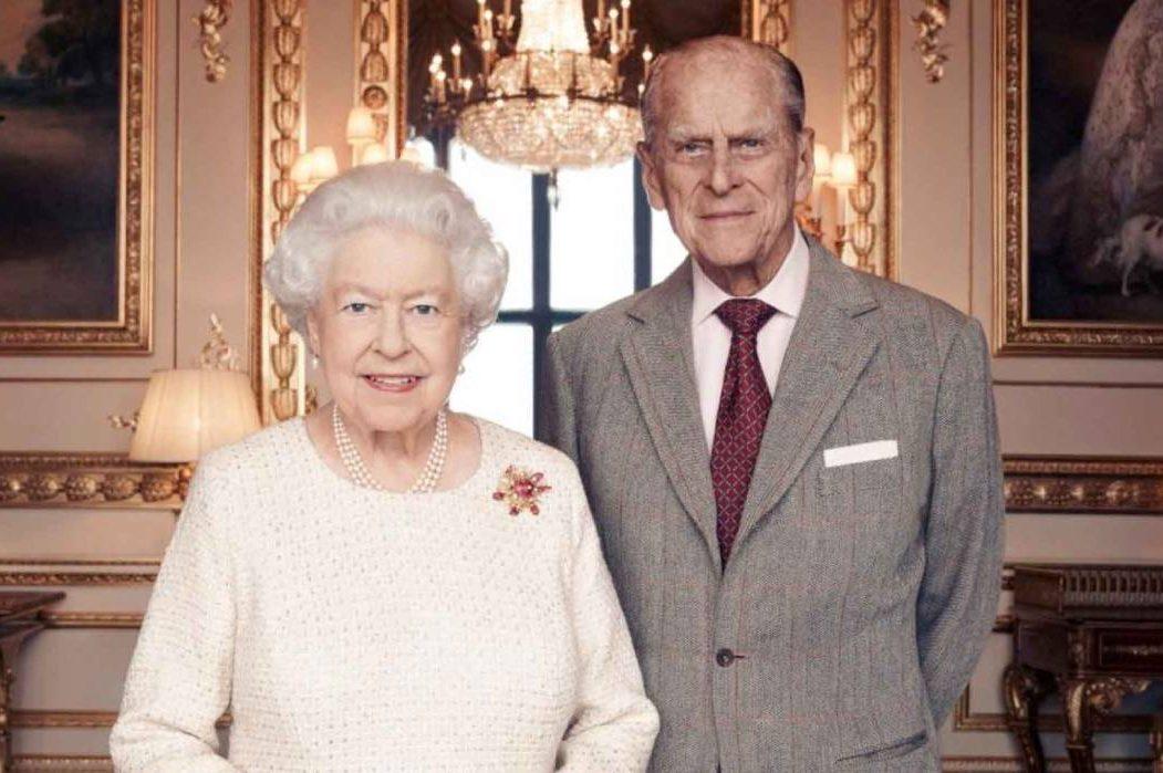 Єлизавета II і принц Філіп зробили щеплення від коронавірусу