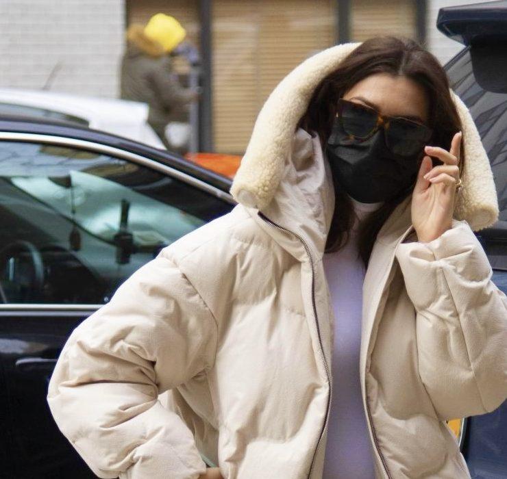 Носії: Емілі Ратажковські гуляє в куртках IENKI IENKI