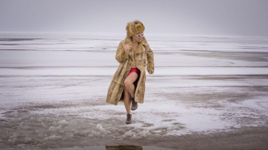 Голышом в прорубь: «Вопли Видоплясова» представили новый клип «Лазня»