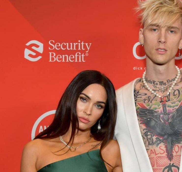Меган Фокс спровоцировала слухи о помолвке с рэпером Machine Gun Kelly